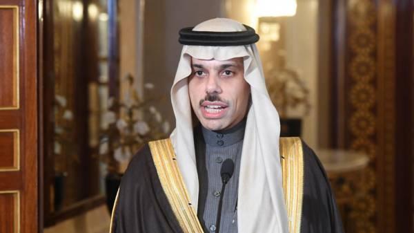 """وزير الخارجية السعودي: ندعم الحل """"السياسي"""" في اليمن و لم نرسل أي رسائل إلى إيران ومستعدون للمناقشة بعد""""اعترافها"""" بهذه التصرفات..؟!"""