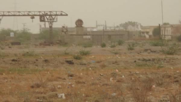 مليشيات الحوثي تشن قصفاً مدفعياً على الأحياء السكنية في مدينة حيس