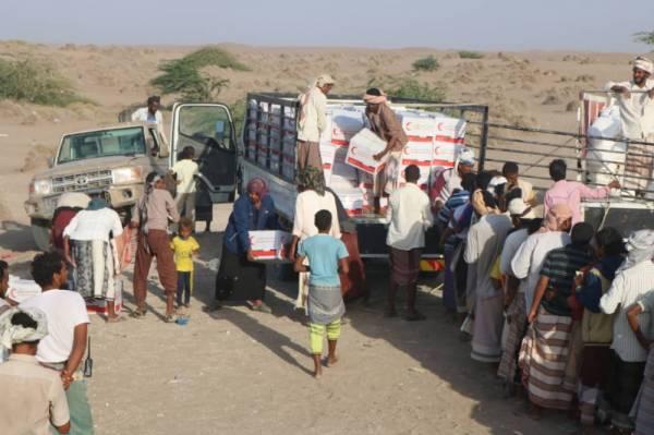 أكثر من 10 الف مواطناً يمنياً في الساحل الغربي يستفيدون من مساعدات الهلال الاماراتي في يوم واحد