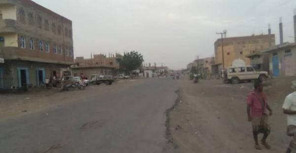 المليشيات الحوثية تعاود قصف سكان حيس بمختلف أنواع الأسلحة