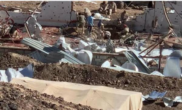 شاهد اول فيديو لحجم الدمار الهائل الذي خلفه الهجوم الحوثي على مسجد اللواء الرابع بمأرب والحصيلة النهائية لعدد الضحايا..!؟
