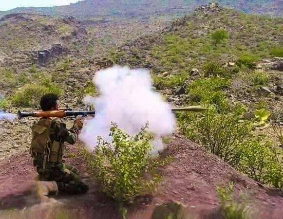 دون إسناد جوي.. القوات الجنوبية والمشتركة تصنع الفارق بسحق مليشيا الحوثي وتتاخم العود وتشرف على إب