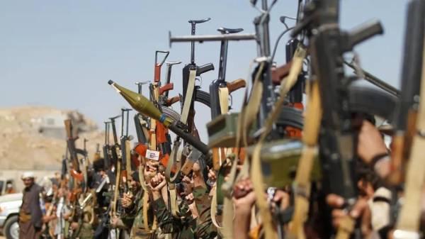 شاهد بالاسم والصورة.. من هو الشيخ القبلي الذي رفع رأية التحدي في وجه الحوثيين وأقسم اليمين على طردهم من صنعاء..؟