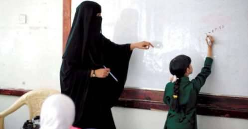 في دولة ىالحوثي.. تحول المعلمون إلى باعة جائلون في شوارع صنعاء