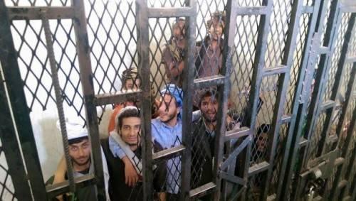 """""""سجون الحوثي"""" في اليمن عرضة لتفشي كورونا.. تقرير خبراء يكشف حقائق تهدد حياة اليمنيين - تفاصيل"""
