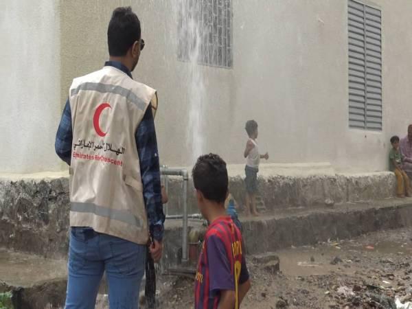 الهلال الأحمر الاماراتي ينتهي من مشروع حفر بئر مدينة النور بتعز