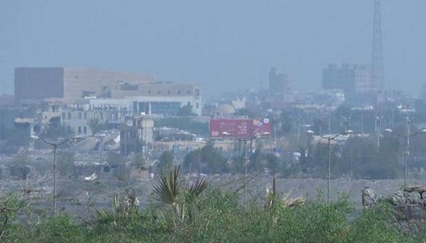 شاهد بالفيديو.. القوات المشتركة تخمد مصادر النيران بعد شن المليشيا الحوثية قصفاً عنيفاً على شرق مدينة الحديدة
