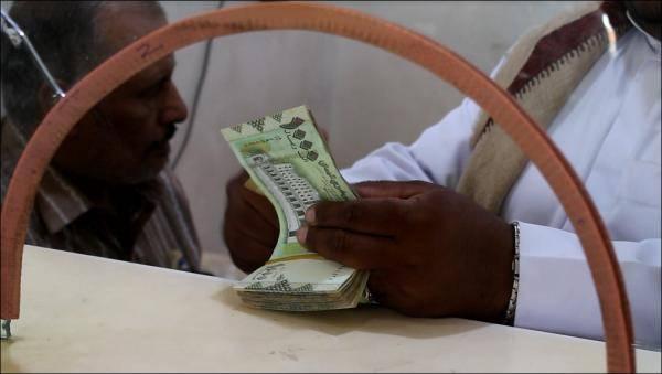 لخلق المزيد من المعاناة للمواطنين.. الحوثيون يوقفون عمل عدداً من شبكات التحويلات المالية..! – (أسماء الشبكات الموقوفة+وثيقة)