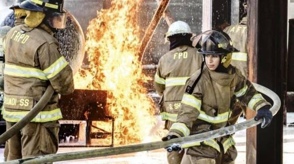 شاهد 3 صور.. لأول سعوديتين تعملان في إطفاء الحرائق..!