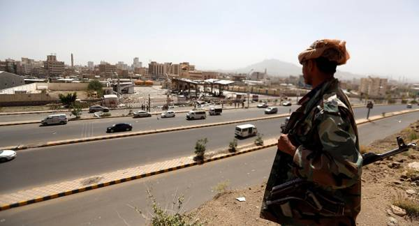 مرصد حقوقي أوروبي يكشف عن اختطاف الحوثيين مئات اليمنيين الفارين من عدن إلى صنعاء ومطالبتهم بفديات مالية..!