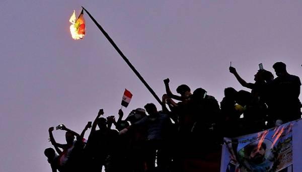 كيف شكلت الاحتجاجات في العراق ولبنان تحدياً لإيران؟