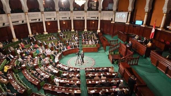 برلمان تونس يفوض صلاحياته للحكومة لمواجهة كورونا