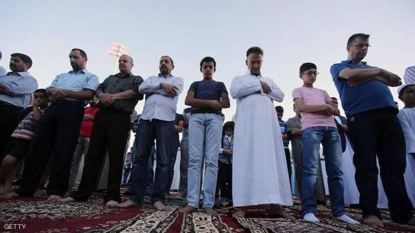دولة عربية تعلن: صلاة عيد الفطر في المنازل