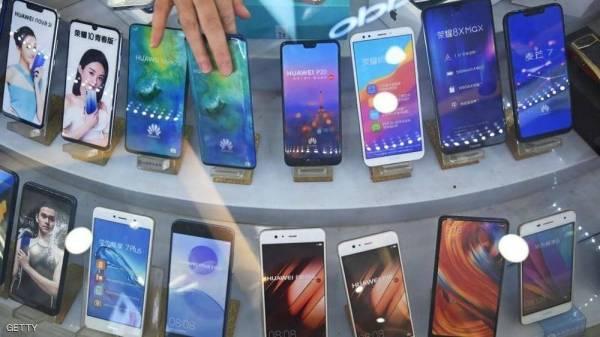 """""""تطبيقات غوغل"""" تهدد مبيعات هاتف هواوي الجديد"""