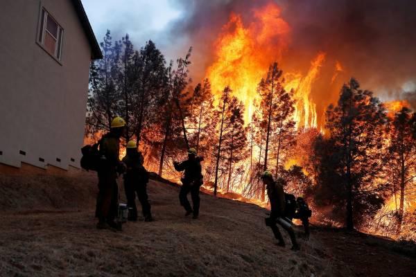 حرائق كاليفورنا تشرد أكثر من ربع مليون شخص من منازلهم