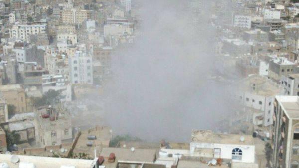 """شهيد مدني بقصف """"حوثي"""" على حي سكني شمال مدينة تعز"""