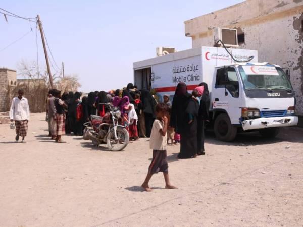 """العيادة المتنقلة لـ""""الهلال الأحمر"""" تعالج 4486 حالة مرضية في مديرية الخوخة بالساحل الغربي"""