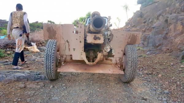 مدفعية اللواء 35 تستهدف تعزيزات حوثية حاولت قطع طريق تعز عدن