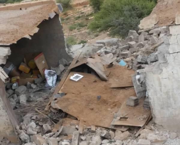 الحوثيون يجددون قصفهم المدفعي على حيس بالحديدة ويدمرون عدد من المنازل