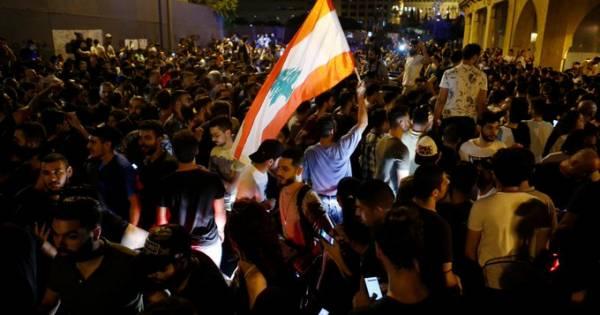 السعودية تنقل رعاياها من لبنان و4 دول تحذر رعاياها بعد تطور الاحتجاجات إلى مواجهات مسلحة..!؟