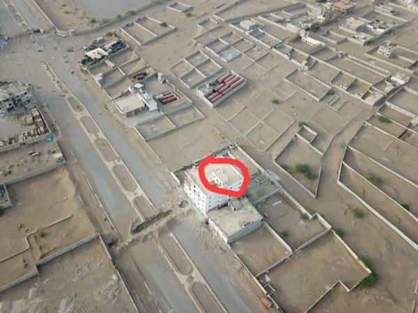 هذا ماحدث في هذا الحي وسط مدينة الحديدة وأدى إلى مصرع أكثر من 20 حوثياً والإنفجارات تهز المدينة..!؟