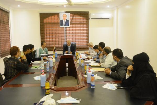 """وزير المياه يناقش مع """"منظمة أوكسفام"""" إعادة تأهيل مشروع مجاري عدن"""